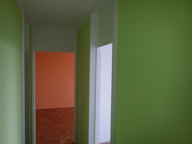 Jadegrün als Wandfarbe:  Flur & Diele von GREENDESIGN,Ausgefallen