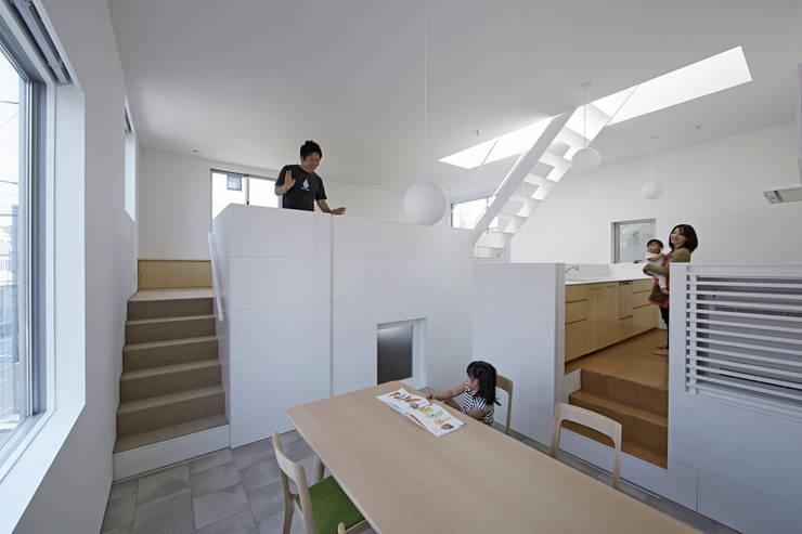 内観-ダイニングから全体を見る: アソトシヒロデザインオフィス/Toshihiro ASO Design Officeが手掛けたダイニングです。