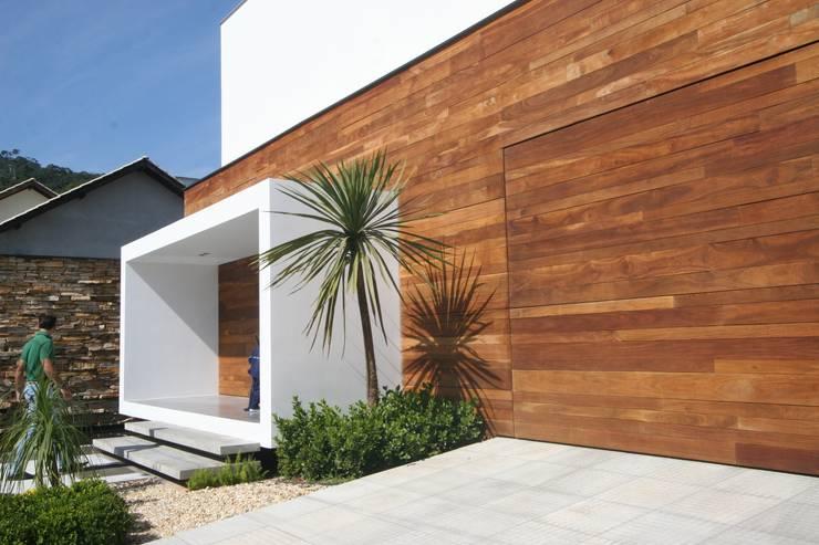 ZAAV-Casa-Interiores-1342: Paredes  por ZAAV Arquitetura