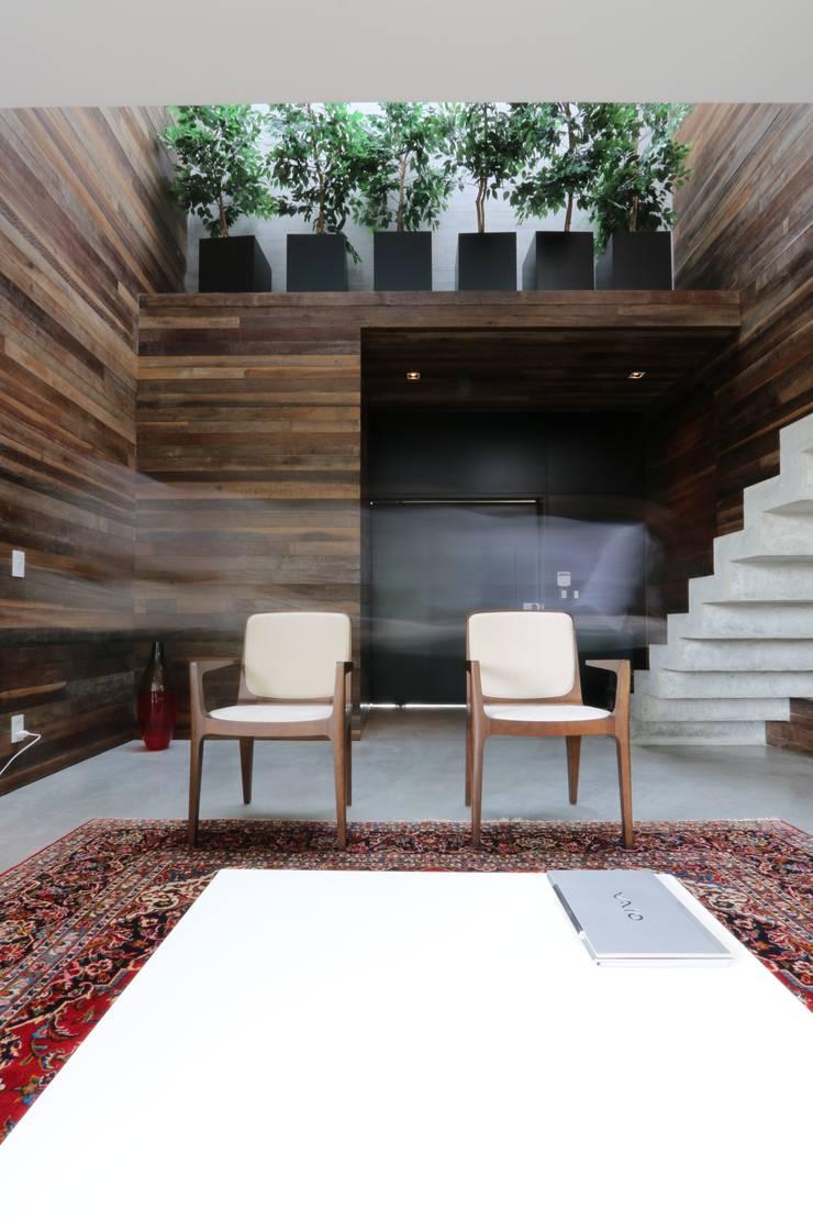 Salas / recibidores de estilo  por ZAAV Arquitetura, Minimalista