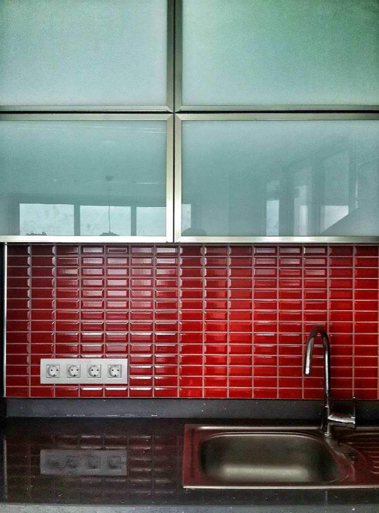5 dakika Deneyim Tasarımı / Experience Design – Ottomare Daire Mutfak:  tarz Mutfak