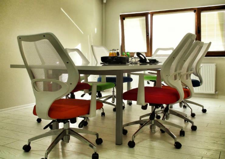 5 dakika Deneyim Tasarımı / Experience Design – Essepro Ofisi Toplantı Odası:  tarz Ofis Alanları