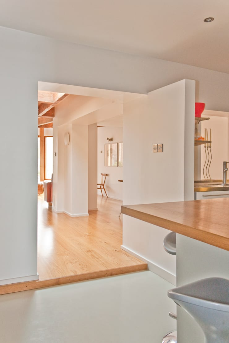 Interior of Architect's House in Bristol by DHV Architects:  Dining room by Dittrich Hudson Vasetti Architects