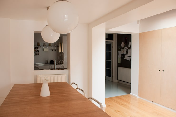Black Board Wall at Architect's House in Bristol by DHV Architects:  Dining room by Dittrich Hudson Vasetti Architects