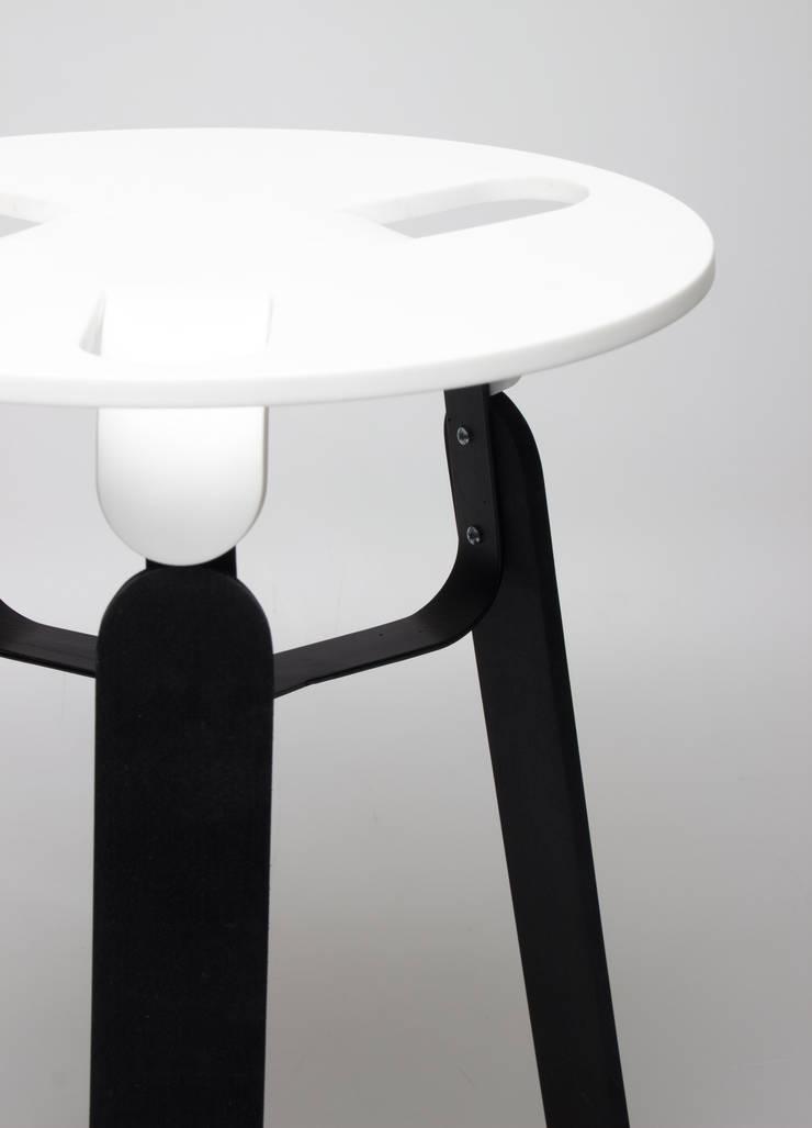 Corian: modern  von SchoeneHeileWelt Designstudio,Modern