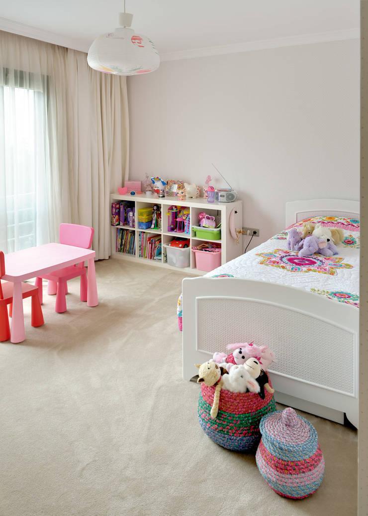 Paker Mimarlık – GÜÇLÜ EVİ:  tarz Çocuk Odası
