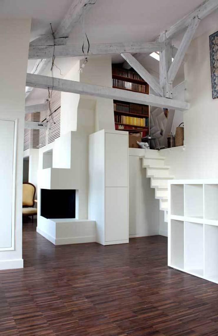 Appartement Paris XI:  de style  par HYPERBOLD