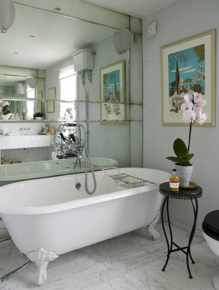 Antique Mirrored Master Bathroom Splashback:  Bathroom by Mirrorworks, The Antique Mirror Glass Company