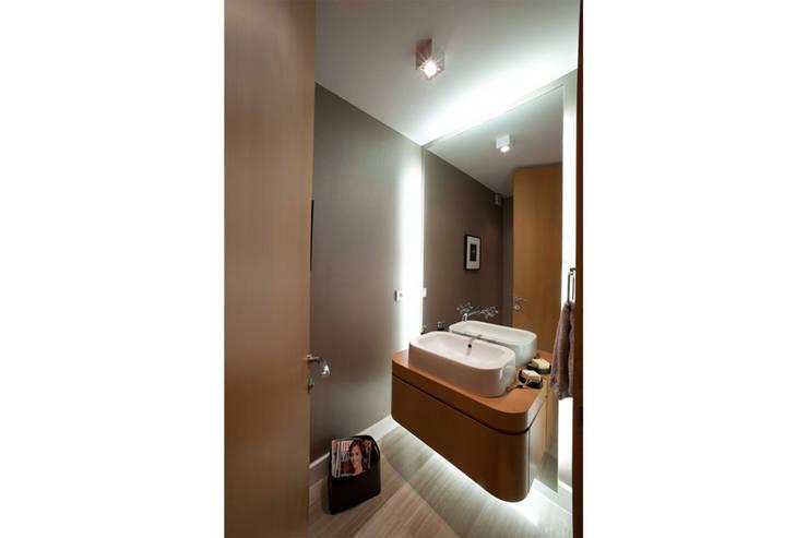 Paker Mimarlık – ABHARY EVİ: modern tarz Banyo