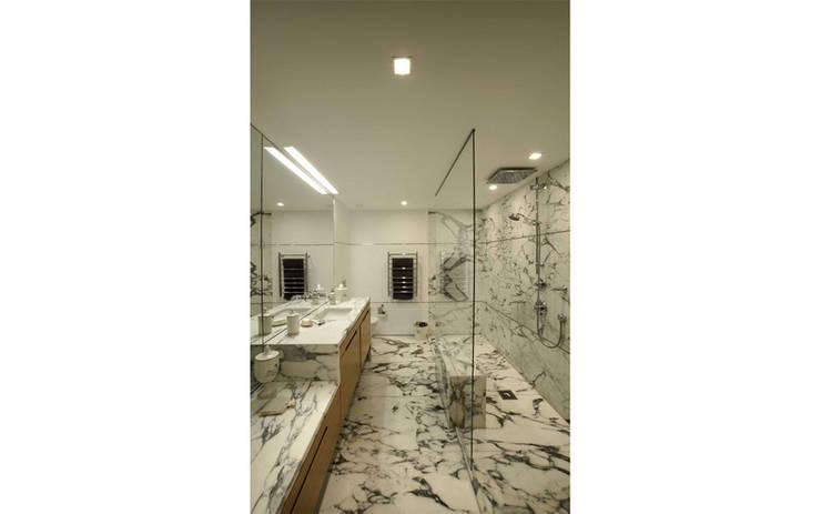 Paker Mimarlık – ABHARY EVİ:  tarz Banyo