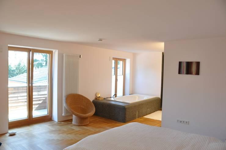 minimalistic Bedroom by nagel + braunagel