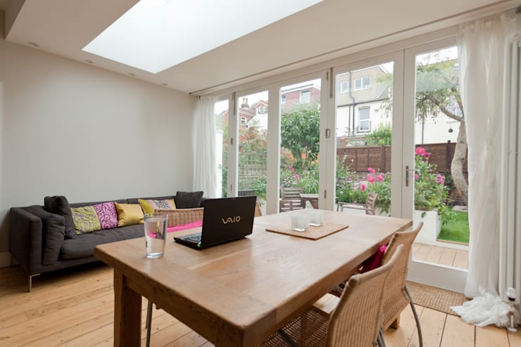 Rear extension and remodelling in Central Bristol:  Living room by Dittrich Hudson Vasetti Architects