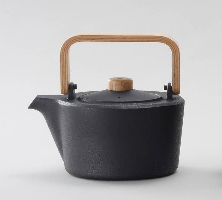 Cast iron kettle/M (White oak):  Kitchen by Rin crossing
