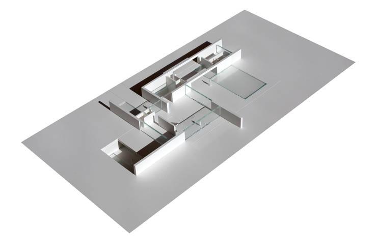 Case in stile minimalista di Gallardo Llopis Arquitectos Minimalista
