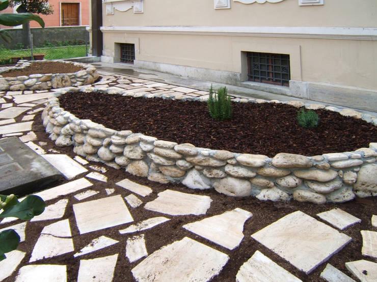 Giardino dei semplici: Giardino in stile  di Mauro Morganti, Eclettico