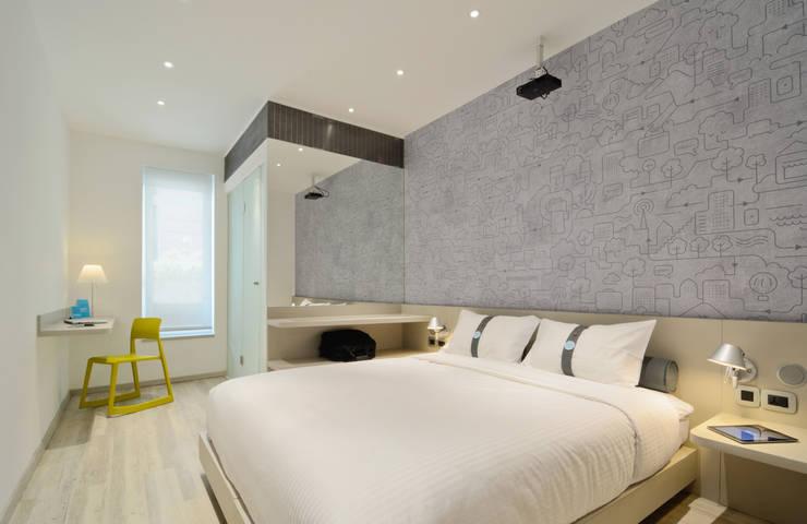 Mock-up Room 1: Chambre de style  par turchetti d'aragon architectes