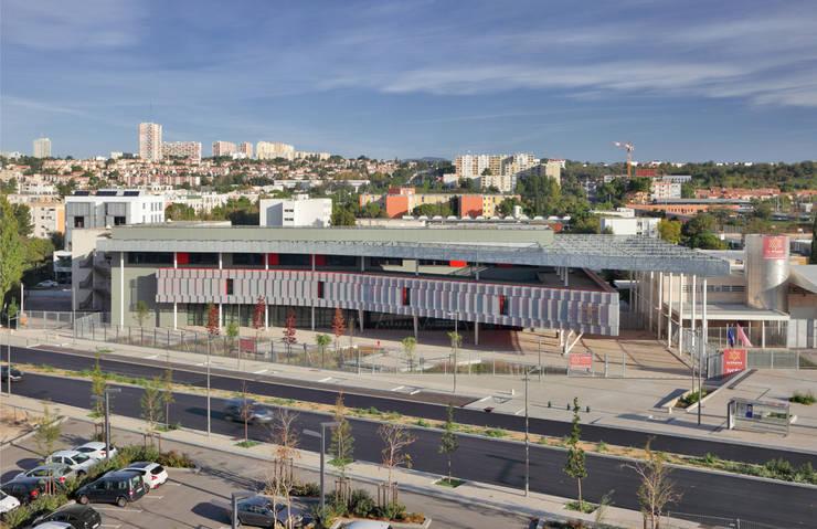 """Vue des Archives Départemantales """"Pierres Vives"""": Ecoles de style  par  Hellin Sebbag architectes associés"""