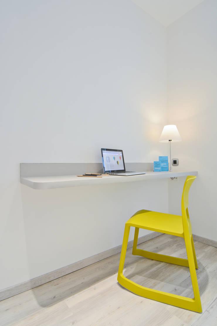Mock-up Room 2: Hôtels de style  par turchetti d'aragon architectes