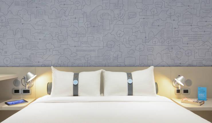Mock-up Room 3: Hôtels de style  par turchetti d'aragon architectes