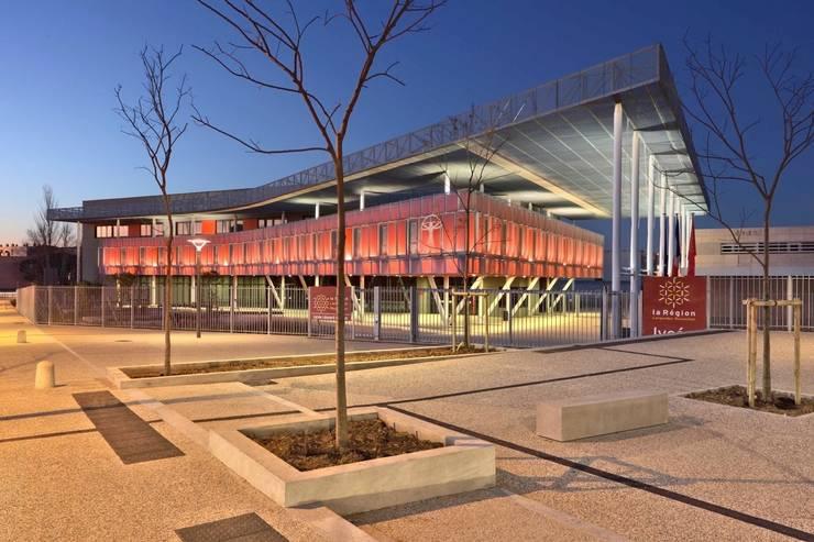 Vue de nuit: Ecoles de style  par  Hellin Sebbag architectes associés