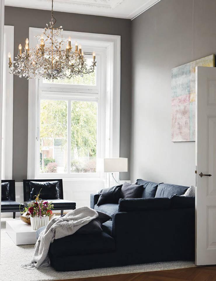 italiaans design gecombineerd met klassieke elementen:  Woonkamer door choc studio interieur