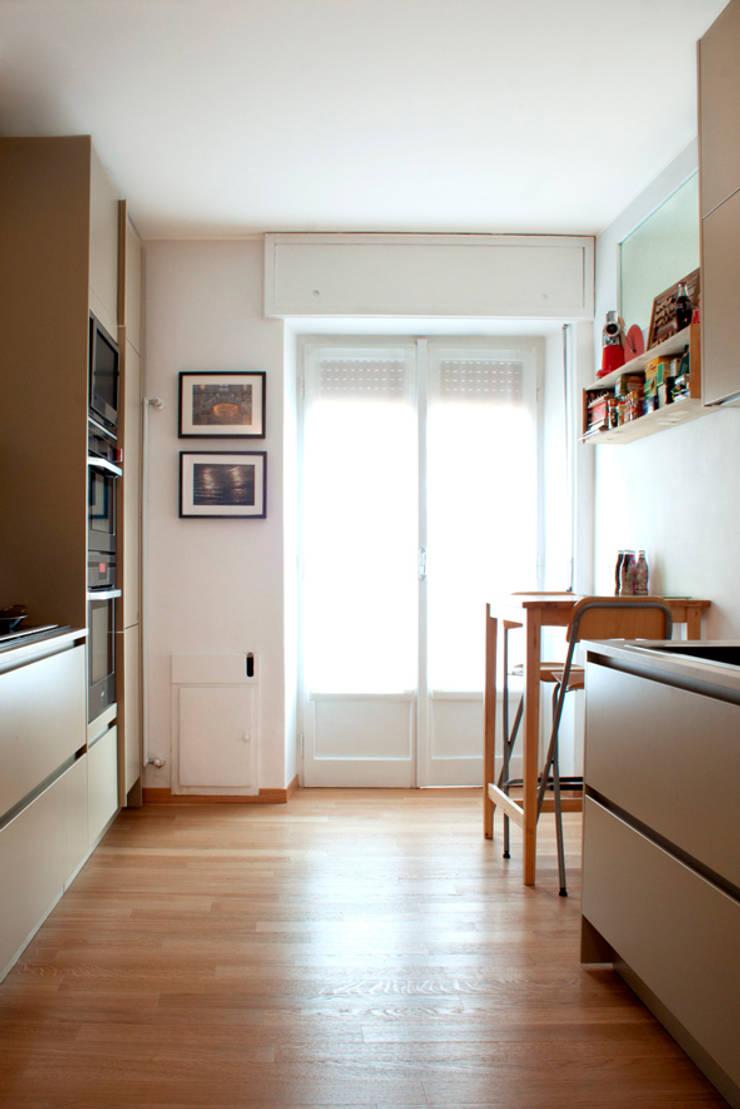 cucina: Cucina in stile  di laboMint