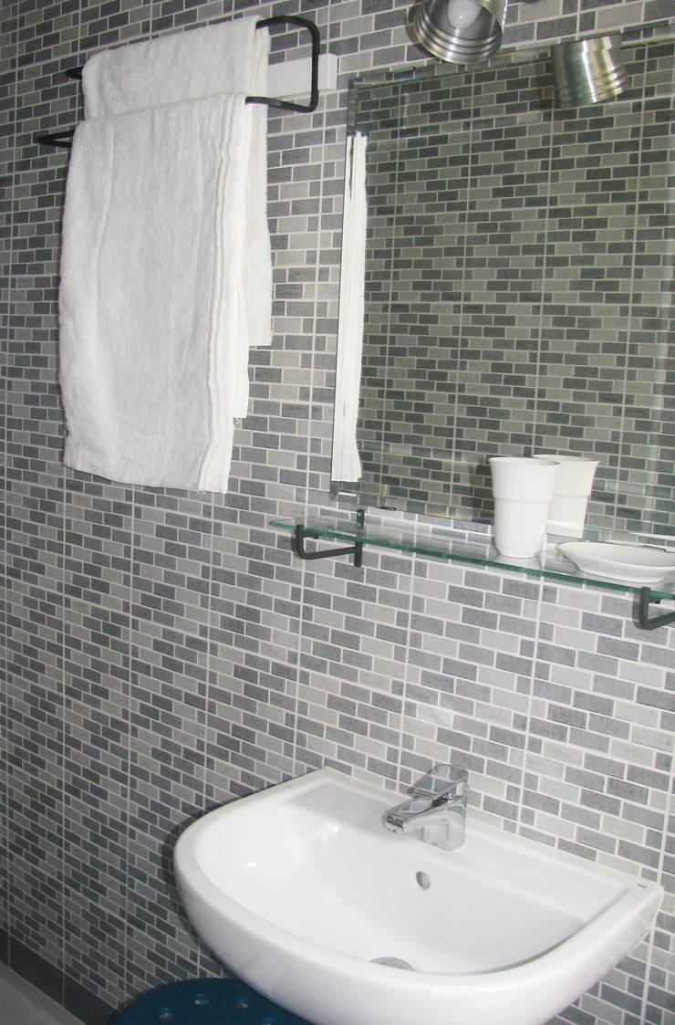 bagno: Bagno in stile  di SLP arch, Minimalista