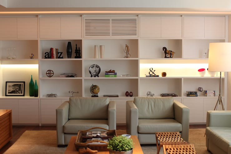 Apartamento Leblon: Salas de estar modernas por Andréa Menezes & Franklin Iriarte