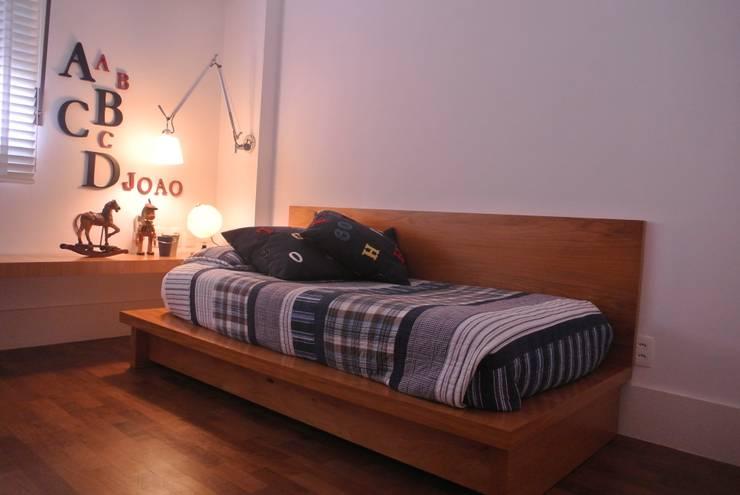 Apartamento Leblon: Quarto infantil  por Andréa Menezes & Franklin Iriarte