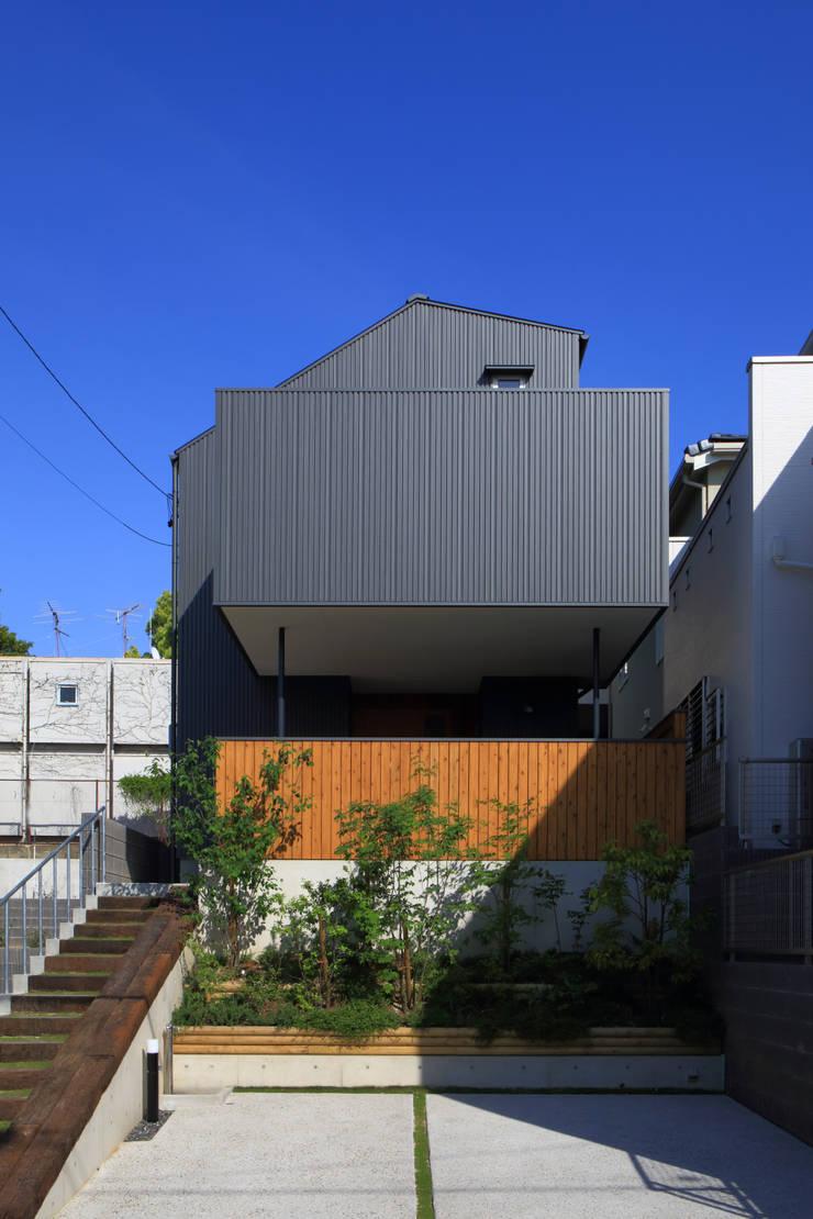 外観1: 悠らり建築事務所が手掛けた家です。,モダン