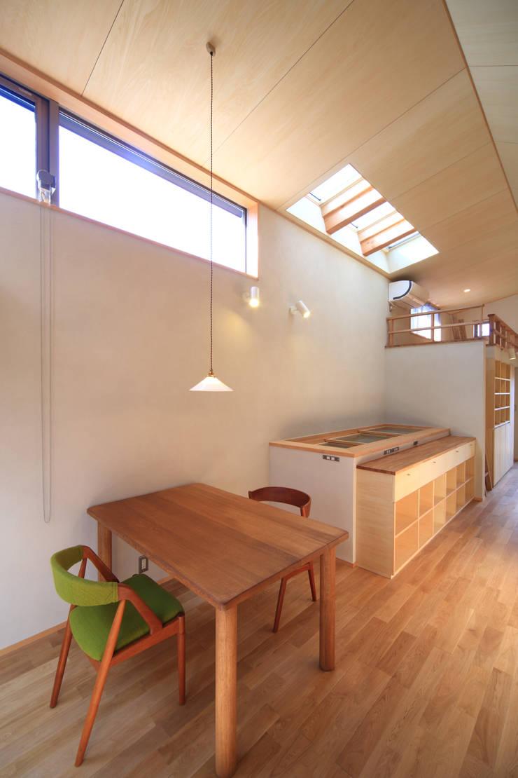ダイニング: 悠らり建築事務所が手掛けた家です。,モダン