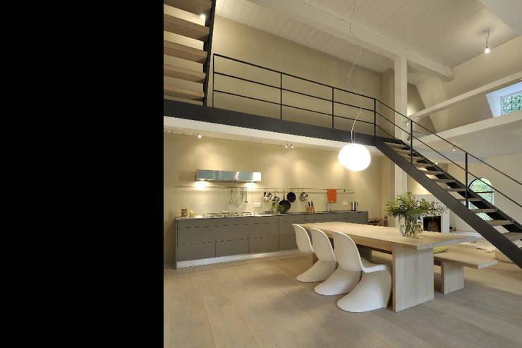 Umbau und Sanierung eines Fachhallenhauses:  Küche von BUB architekten bda,Minimalistisch