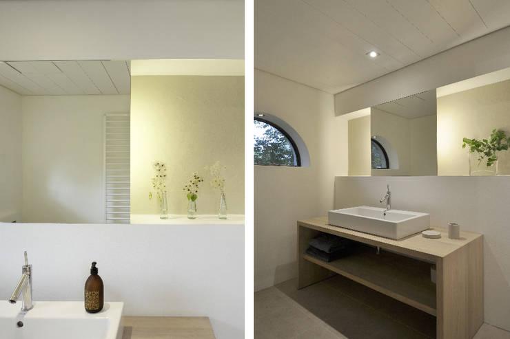 Umbau und Sanierung eines Fachhallenhauses:  Badezimmer von BUB architekten bda,Minimalistisch