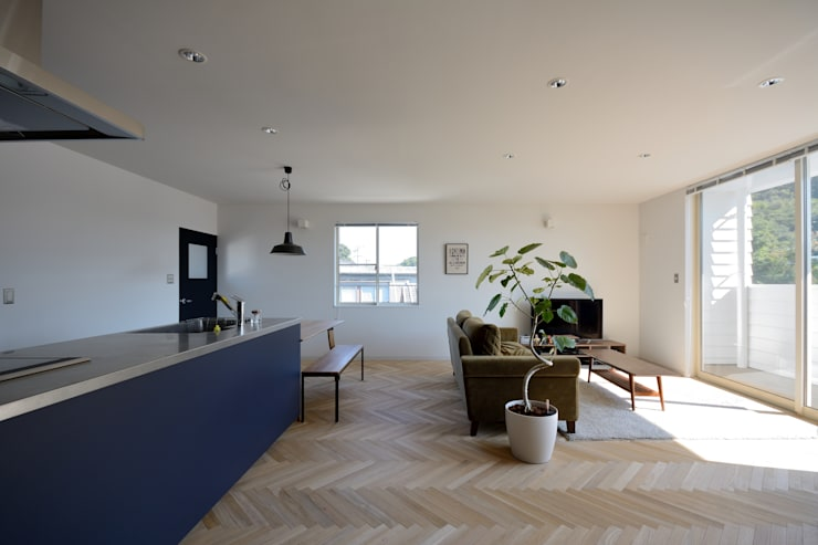 リビング: 石躍健志建築設計事務所が手掛けたリビングです。,