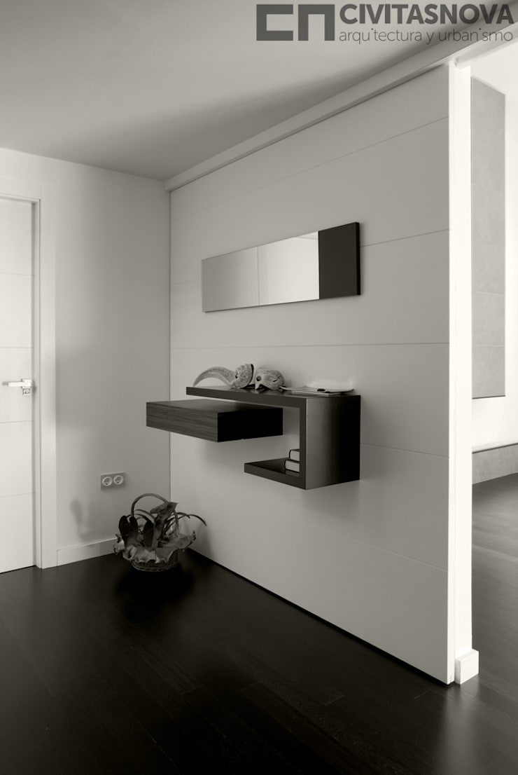 CIVITASNOVA - Vestíbulo: tabique corredero con mueble auxiliar: Pasillos y vestíbulos de estilo  de CIVITASNOVA