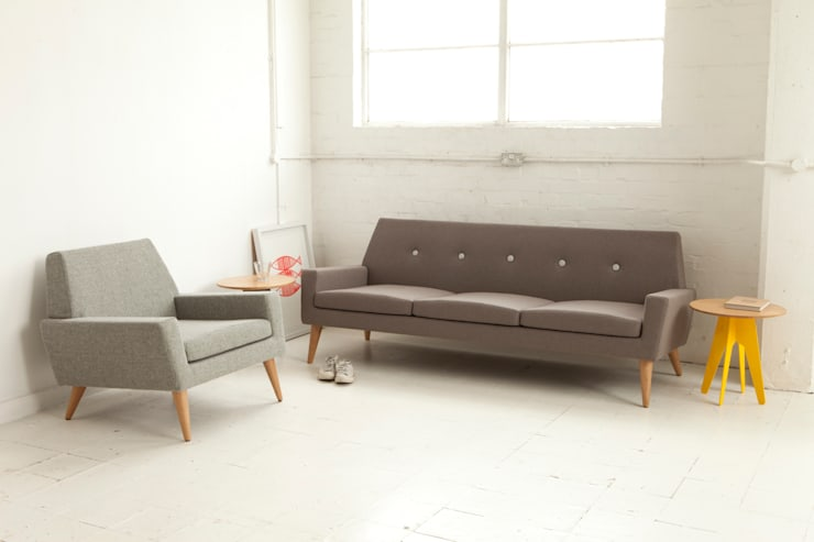 Finsbury Arm Chair and Sofa:  Living room by Assemblyroom
