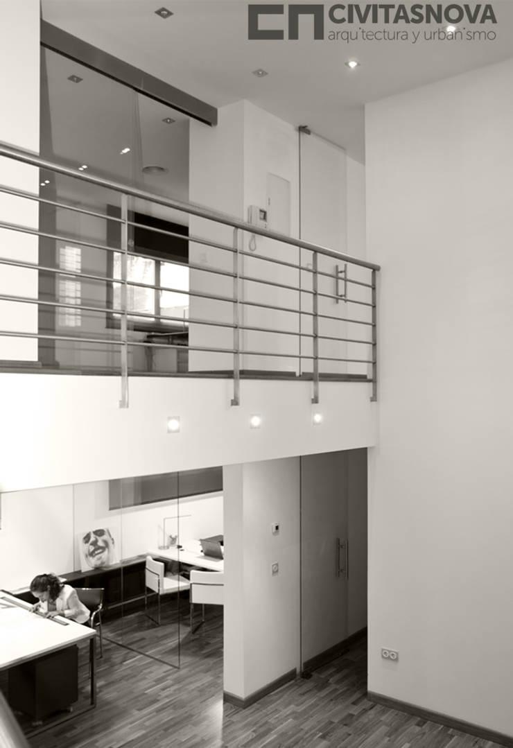 CIVITASNOVA - Pasarela de acceso a oficinas: Estudios y despachos de estilo  de CIVITASNOVA