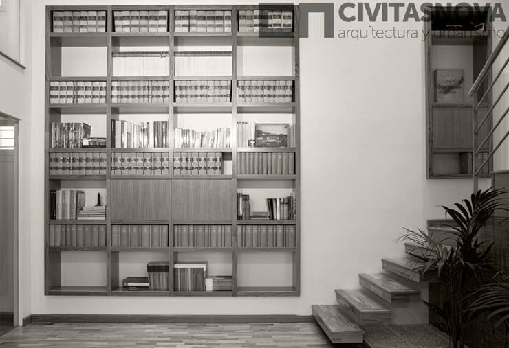 CIVITASNOVA - Biblioteca con jardinera interior: Estudios y despachos de estilo  de CIVITASNOVA