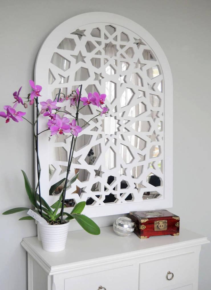 Celosia con espejo posterior: Hogar de estilo  de Andaluciart Celosías y Tallados