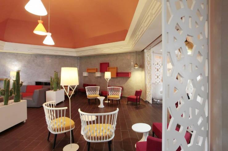 Celosías separadores de ambientes: Salones de estilo  de Andaluciart Celosías y Tallados