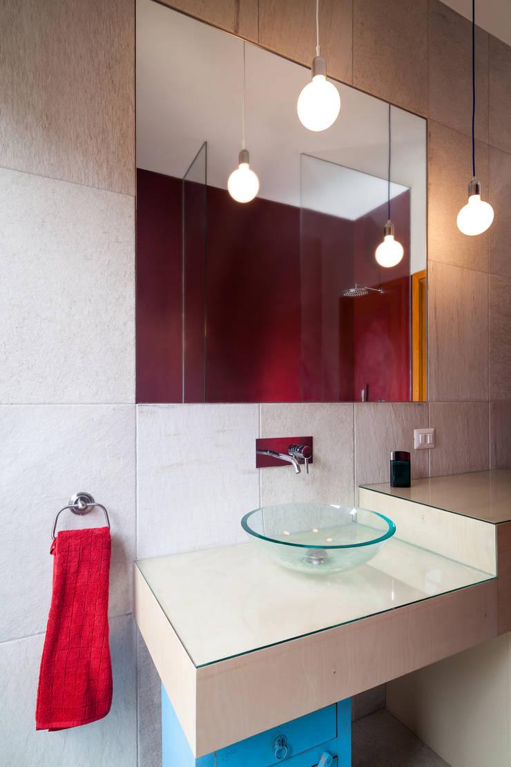 IPAHIM: Bagno in stile  di BLA! UFFICIO DI ARCHITETTURA, Moderno