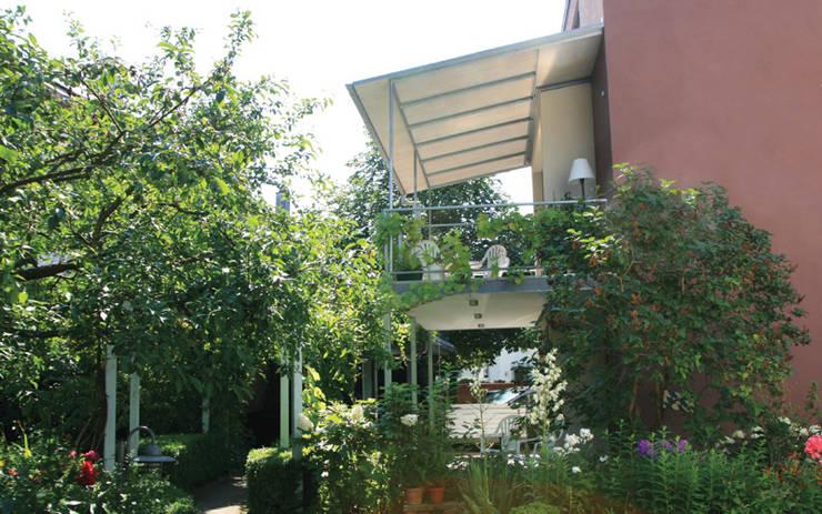 Terrazas de estilo  por Ensinger Architekt