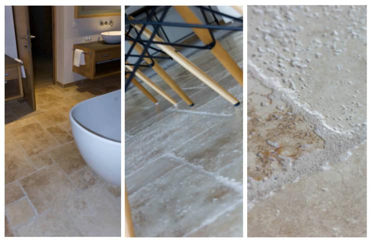 Bagno e altre zone con pavimenti in travertino: Bagno in stile  di Pietre di Rapolano, Rustico Pietra
