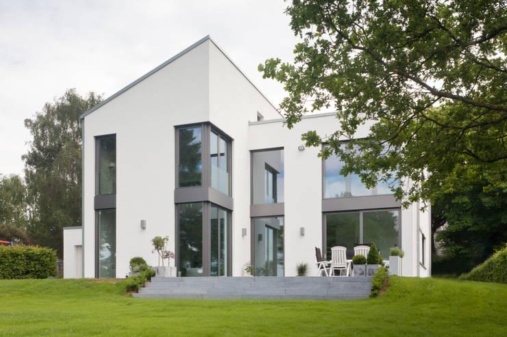 moderne Huizen door Beck+Blüm-Beck Architekten