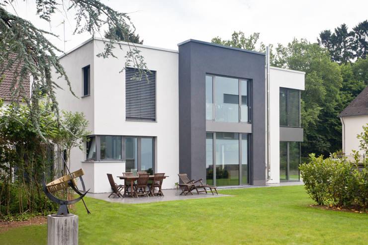 Gartenansicht: moderne Häuser von Beck+Blüm-Beck Architekten
