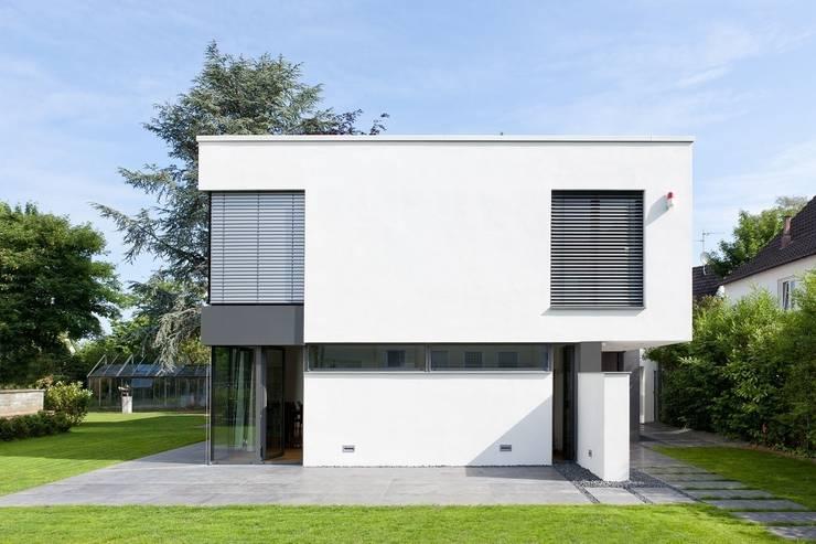 Klare Struktur: moderne Häuser von Beck+Blüm-Beck Architekten
