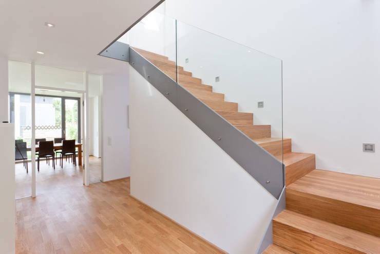 Eingangsbereich:  Flur & Diele von Beck+Blüm-Beck Architekten