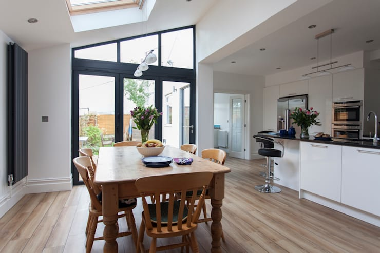 Extension to an Edwardian house in Bristol: modern Dining room by Dittrich Hudson Vasetti Architects