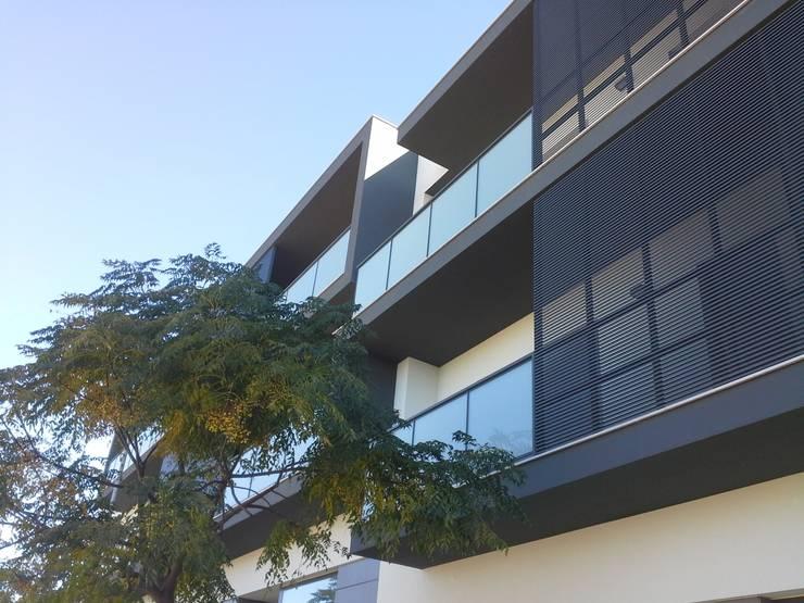 Edifício Concluído: Terraços  por Ana Viegas