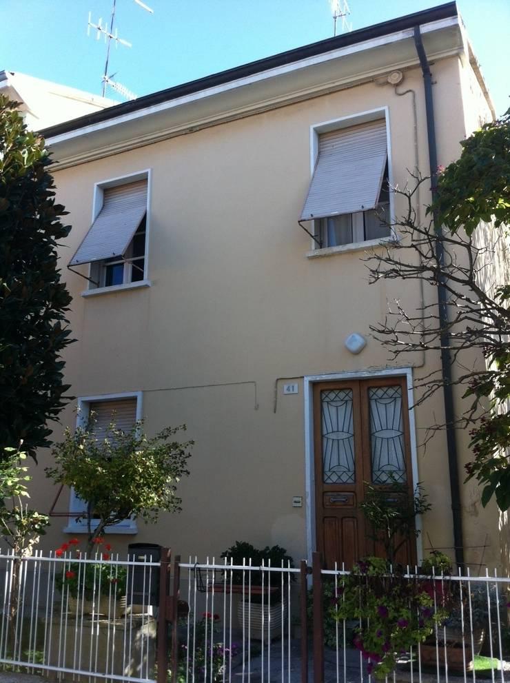 Villetta unifamiliare, Pesaro:  in stile  di Arch. Emanuele Tona